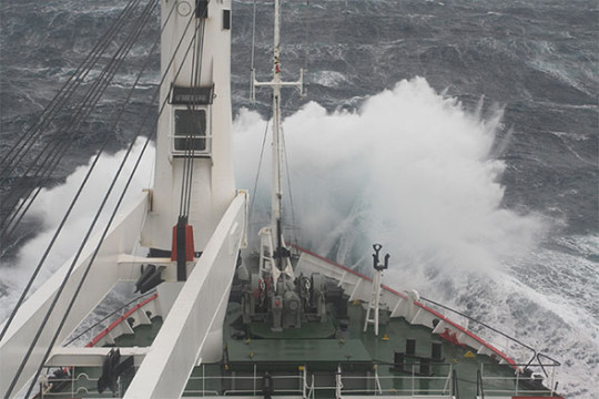 Scientists and students aboard the SA Agulhas II can expect a turbulent, wintry ocean, with temperatures of around -20°C.