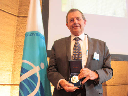 "© UNESCO/Laisa Oliveira Lopes Dr. John Field receives the IOC N.K. Panikkar Memorial Medal for his lecture ""From the Indian Ocean to the World Ocean and back in 50 years""."